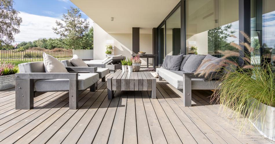 Cómo limpiar el suelo de tu terraza dependiendo del material